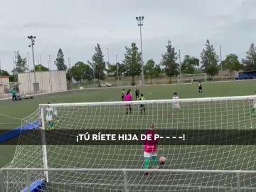 """Insultos machistas a una árbitra en un partido entre niños: """"¡Pon la escoba! ¡Bragas a 3 euros!"""""""