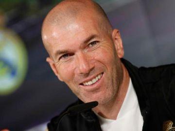 """El Real Madrid hace oficial la marcha de Zidane: """"Ha decidido dar por finalizada su etapa como entrenador"""""""