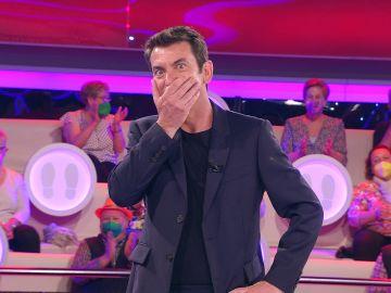 Arturo Valls flipa con la inesperada habilidad de una concursante con su pecho