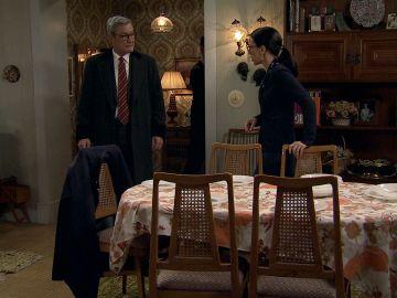 Fernando visita a Manolita, ¿con oscuras intenciones?