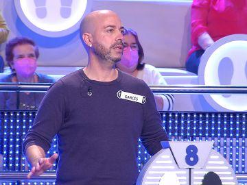 El insólito motivo por el que Arturo Valls tira a un concursante en '¡Ahora caigo!'