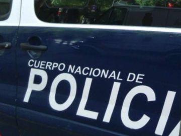 Encuentran un cadáver envuelto en una sábana cuando apagaban un incendio en un descampado de Vallecas, Madrid