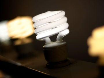 El Gobierno pone en marcha un plan para bajar el precio de la luz y frenar el exceso de beneficios de las compañías eléctricas