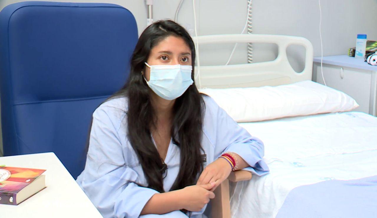 Carolina, una paciente grave de coronavirus que recibe el alta tras 3 semanas ingresada
