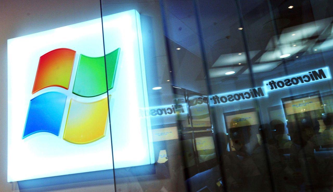 Fotografía del logo de la empresa tecnológica Microsoft.