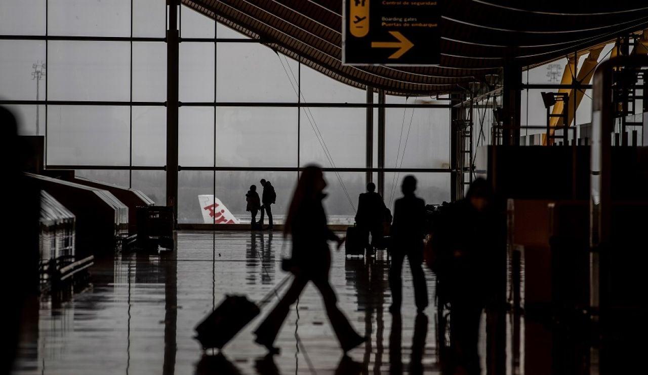 Vista del transito de viajeros por la T4 del Aeropuerto Adolfo Suarez Barajas en Madrid