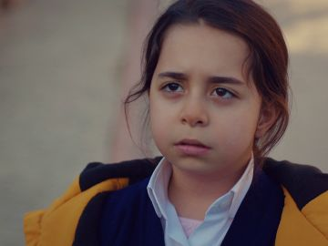 "Öykü pronuncia la palabra que Demir tanto ansiaba: ""Papá"""