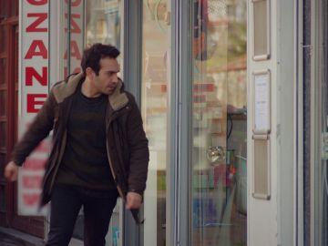 Demir roba descaradamente las pastillas de Öykü