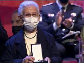 Araceli Hidalgo con la medalla de oro