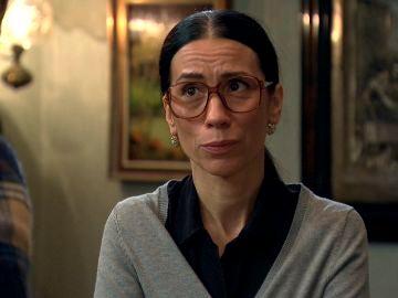 Manolita descubre algo terrible al colarse en el despacho de abogados