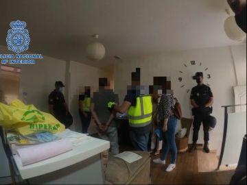 Momento de la detención de los sospechosos