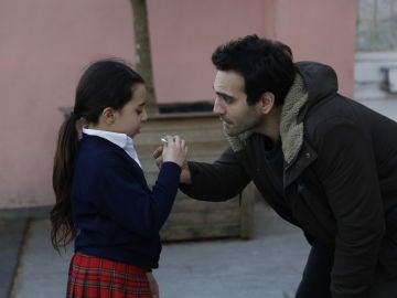 Öykü reconoce a su padre y Sevgi