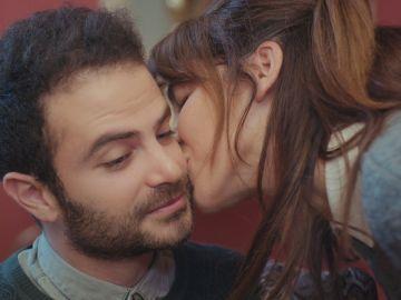 Avance de 'Mujer': Raif sigue dando mandando señales de su amor por Ceyda