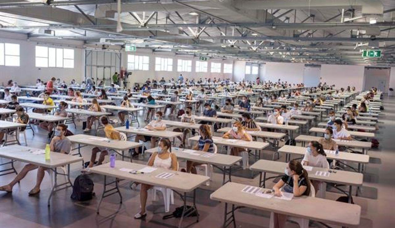 Imagen de archivo de alumnos en la Ebau