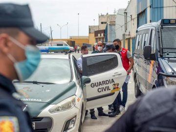 Efectivos de la Guardia Civil en la frontera de Ceuta con Marruecos