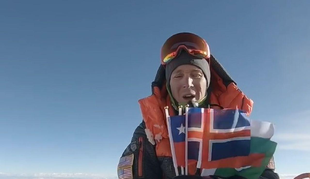 El homenaje de Colin O'Brady en la cima del Everest a los escaladores fallecidos en el K2