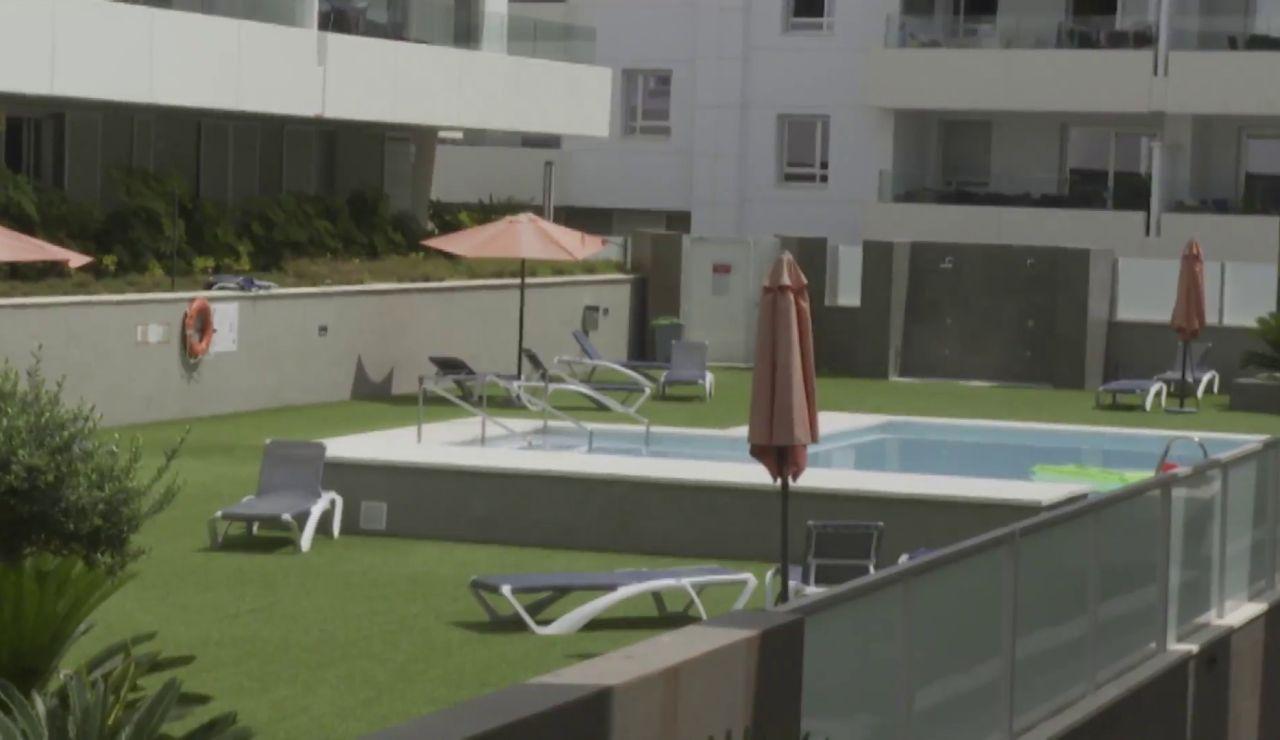 Un joven británico de 31 años en estado crítico tras saltar a la piscina desde un tercer piso en Marbella
