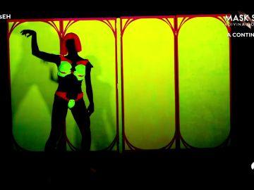 Purasensualidad: Pilar Rubio eleva la temperatura de 'El Hormiguero 3.0' con un show de luz negra