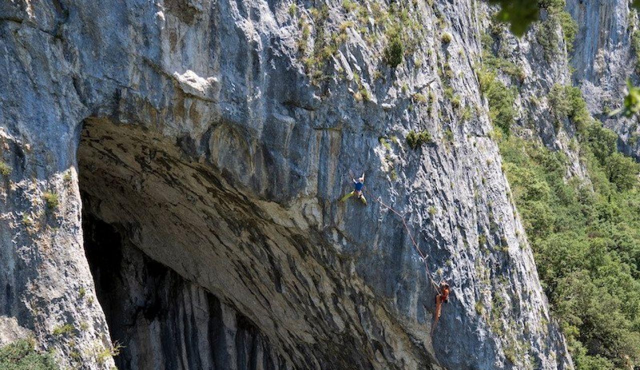 Los hermanos Pou logran la primera ascensión en libre del Arco de la Leze, en Álava