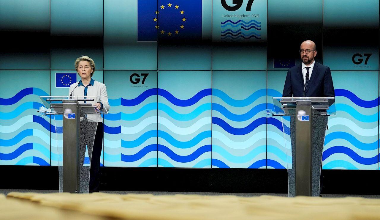 El presidente del Consejo Europeo, Charles Michel y la presidenta de la Comisión Europea, Ursula Von der Leyen, en su comparencia este jueves en Bruselas.