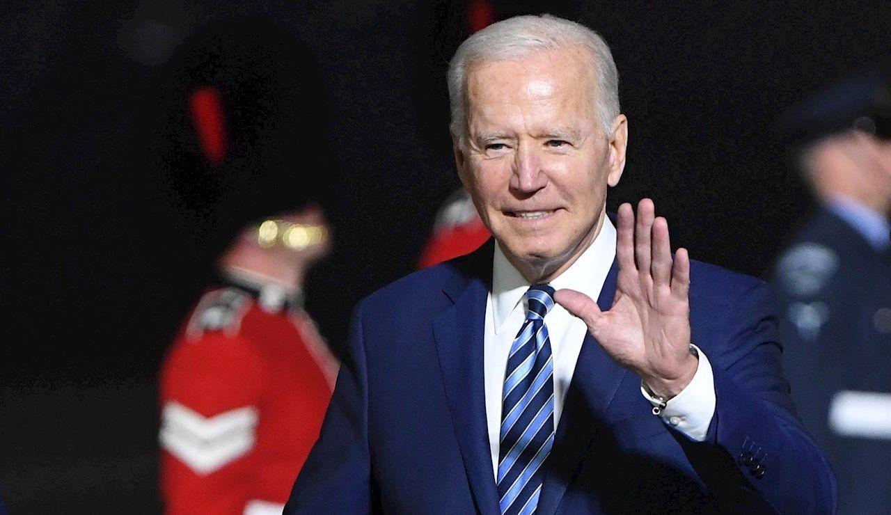 El presidente de EEUU, Joe Biden, a su llegada al aeropuerto de Cornualles, Reino Unido