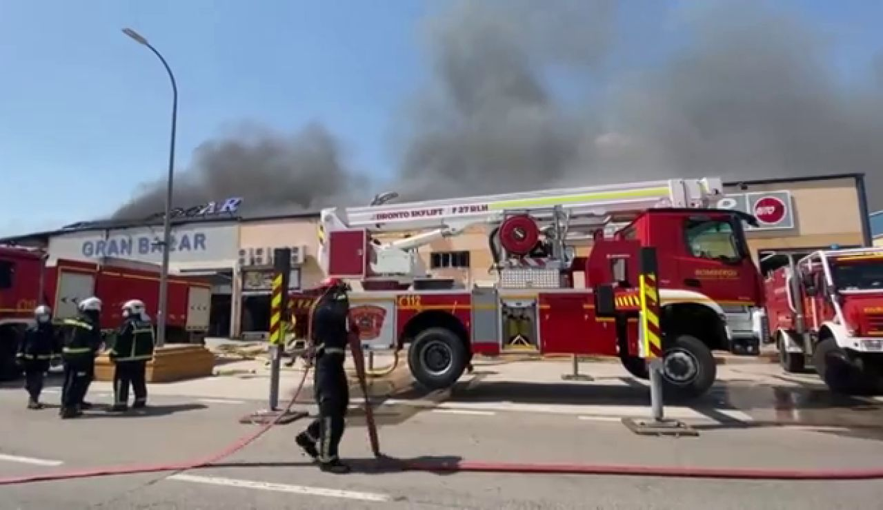 Un incendio afecta a 3 naves en un polígono industrial de Seseña, en Toledo