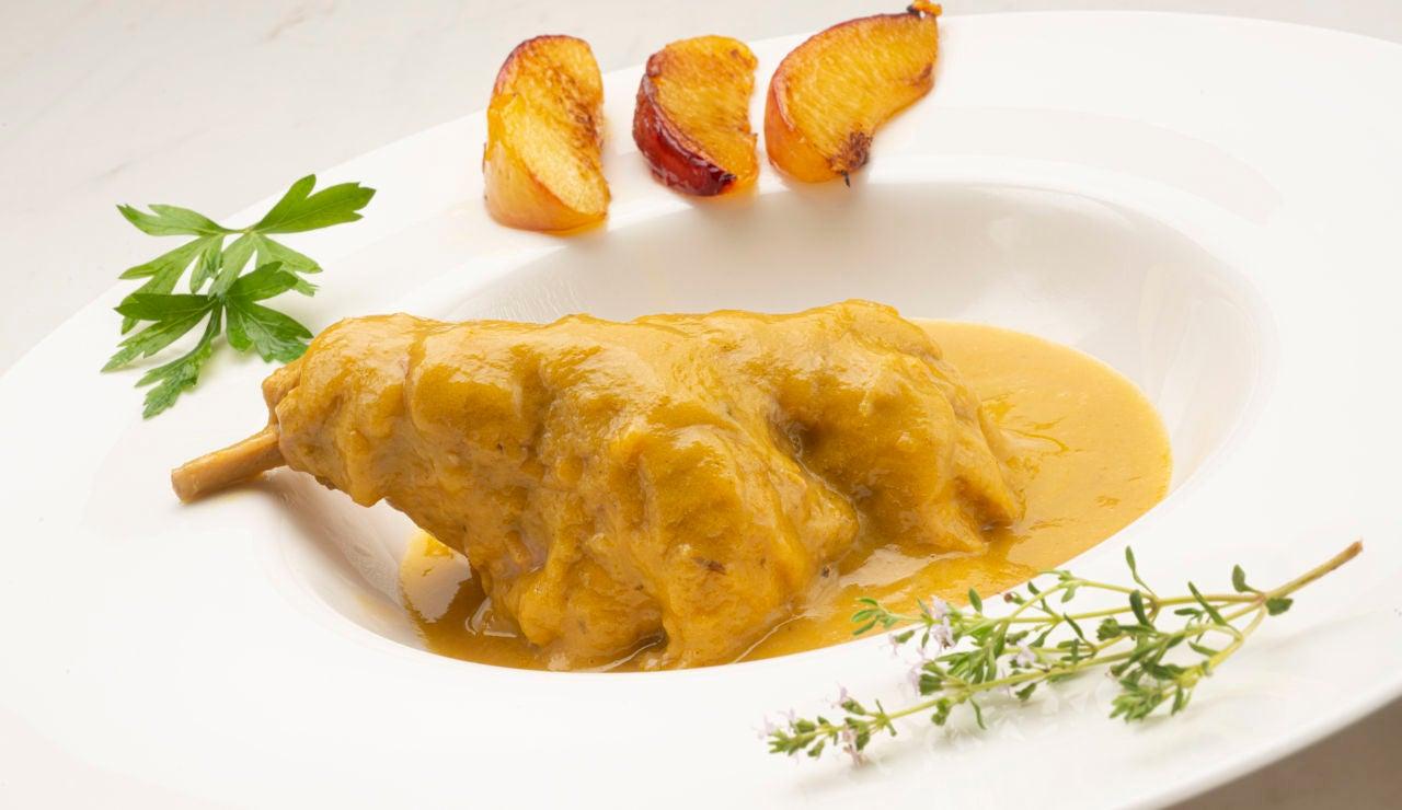 """Una receta con la que """"vais a triunfar fijo"""": muslos de conejo a la sidra con nectarinas, de Karlos Arguiñano"""