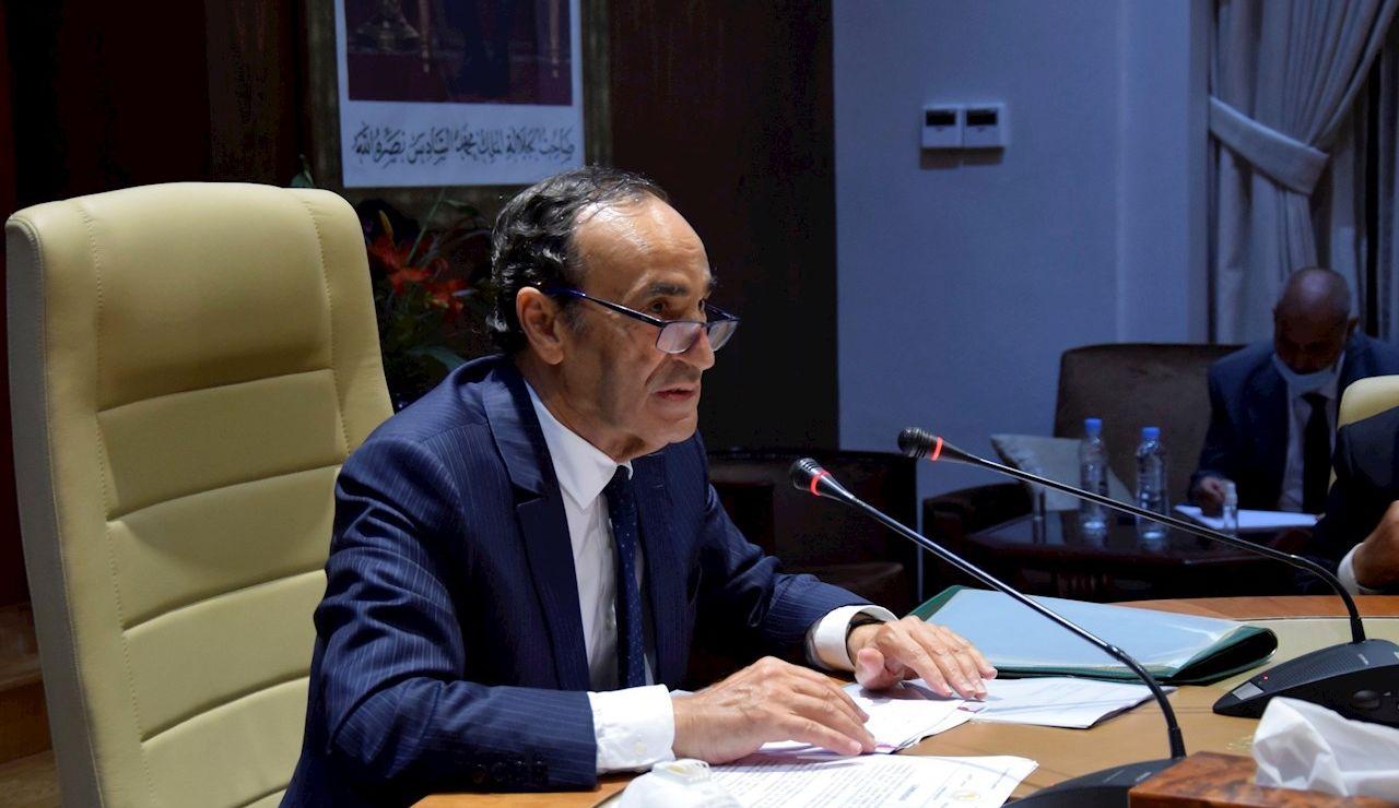 El presidente de la Cámara de Representantes marroquí, Habib el Malki, durante una reunión extraordinaria convocada hoy jueves en Rabat para estudiar con los grupos parlamentarios el resultado de la resolución votada horas antes por el Parlamento Europeo