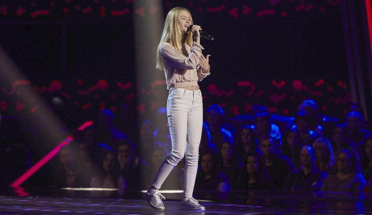 Lucía Casani canta 'Ya me enteré' en las Audiciones a ciegas de 'La Voz Kids'