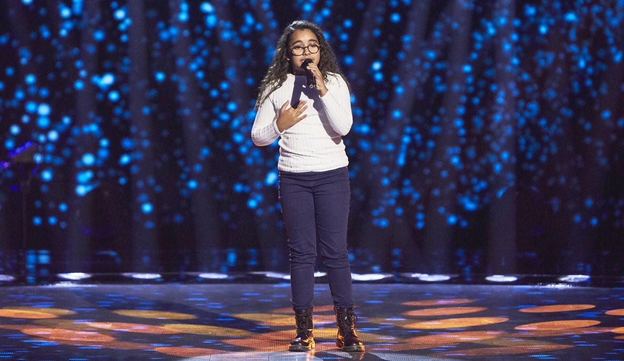 Daniela Petit canta 'La gata bajo la lluvia'  en las Audiciones a ciegas de 'La Voz Kids'