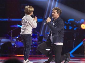David Bisbal y Jesús Montero emocionan cantando 'Me cuesta tanto olvidarte' en 'La Voz Kids'