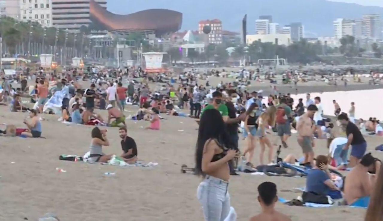Cierran tres playas de Barcelona