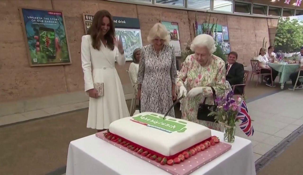 La reina Isabel II celebra su cumpleaños con una ceremonia reducida en Windsor