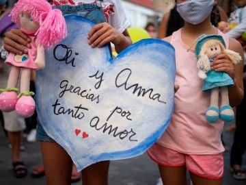 """Carta de agradecimiento de Beatriz, la madre de las niñas de Tenerife: """"Como madre me duele en el alma no poderles haber salvado la vida"""""""
