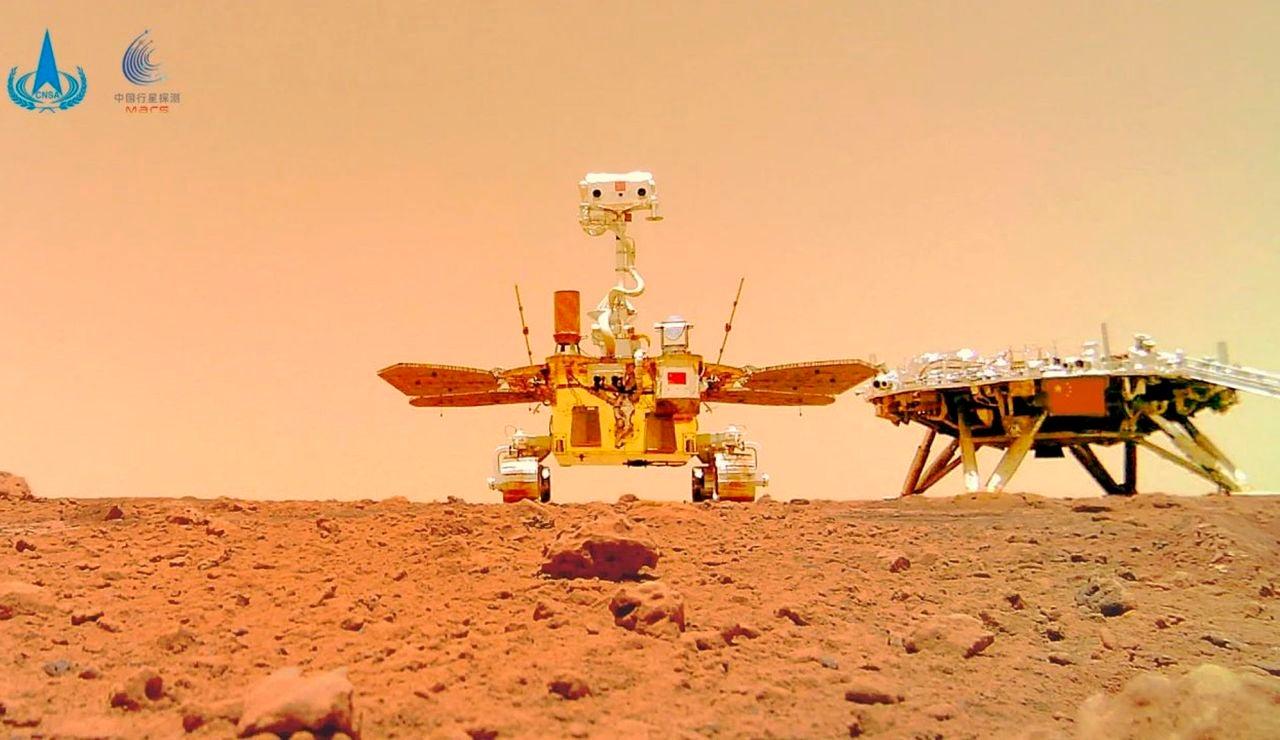 China publica una una imagen panorámica y varias imágenes en color de la superficie de Marte