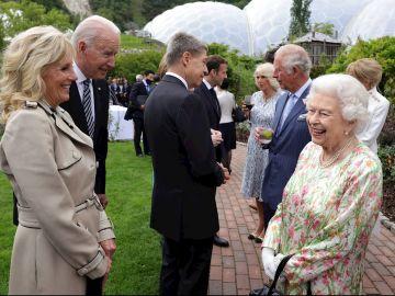 Curiosidades de la cumbre de la OTAN: Ataques de risa en los saludos y Biden asegurando que Isabel II le recuerda a su madre