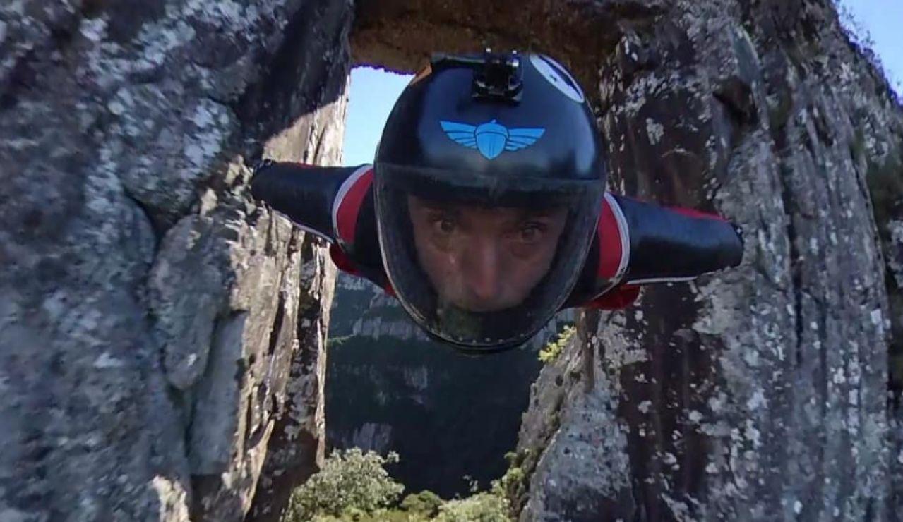 El vuelo imposible a 200 km/h del 'hombre pájaro' Gabriel Lott para atravesar el Morro da Igreja