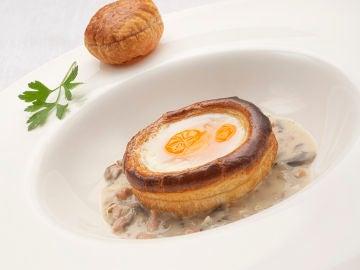 Receta de huevos en hojaldre con crema, de Karlos Arguiñano