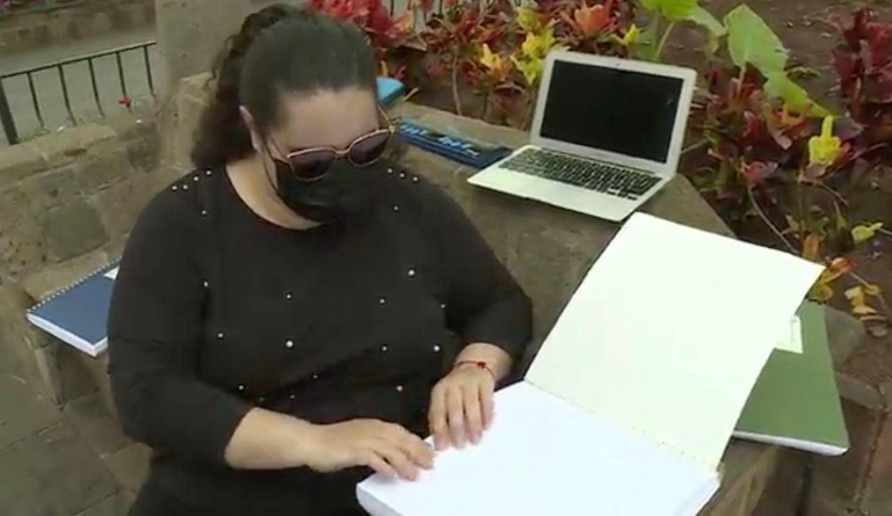 Karla ha sacado una de las mejores notas en la prueba EBAU en Canarias y es ciega de nacimiento.