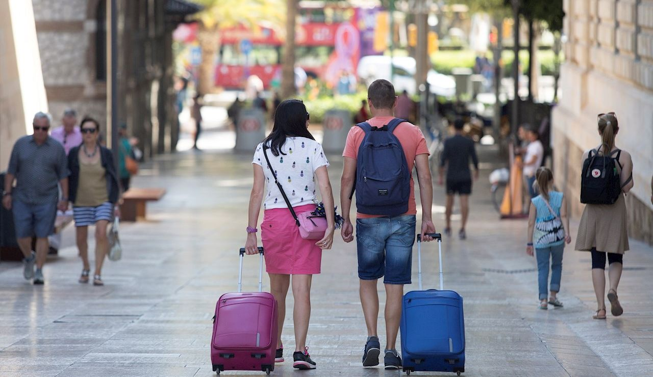 Las reservas en agencias de viajes repuntan respecto al año pasado pero suman un 50% que en 2019