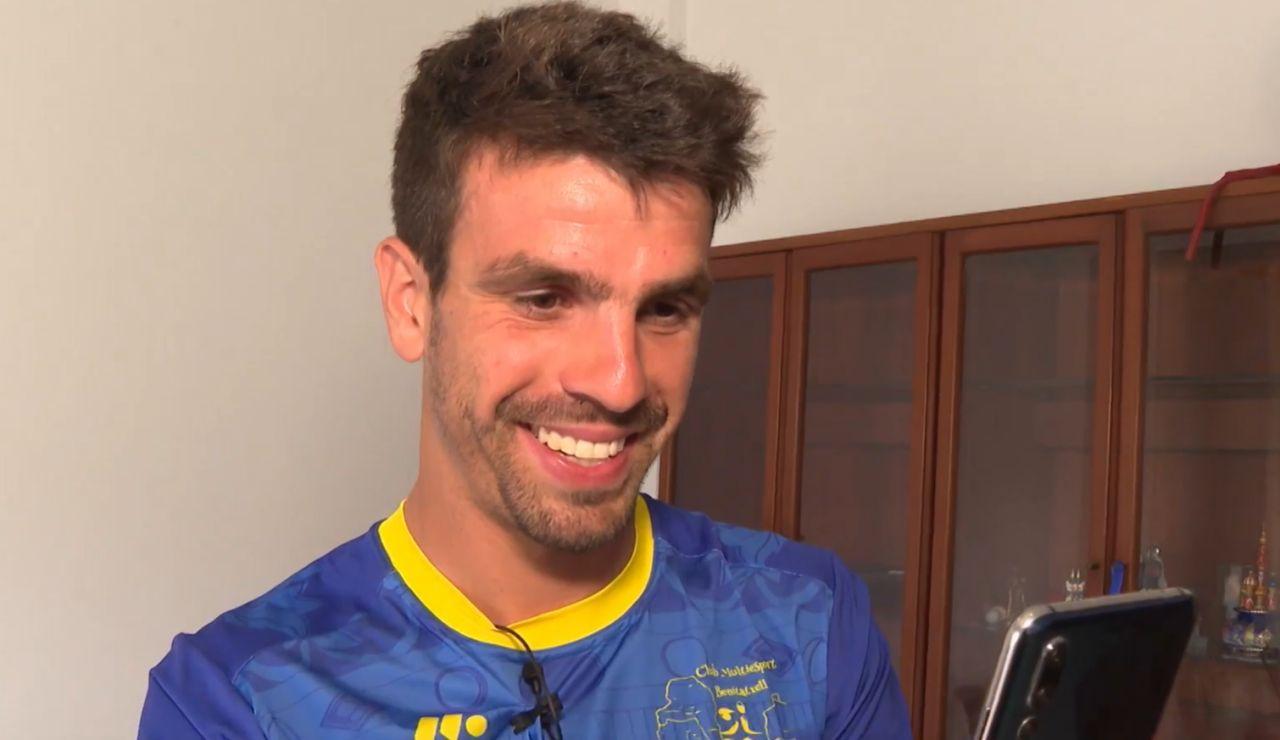 Mateo Bustos, el triatleta adelantado en línea de meta que protagoniza el vídeo más viral