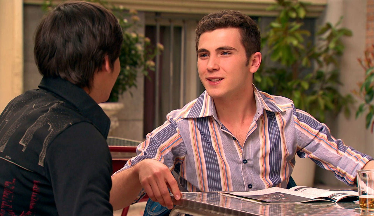 Manolín y Fabián se fijan en la misma chica, ¿se olvidarán de Virgina y de Emma?