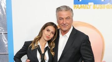 Alec e Hilaria Baldwin en la alfombra roja de 'El Bebé Jefazo: Negocios de familia'