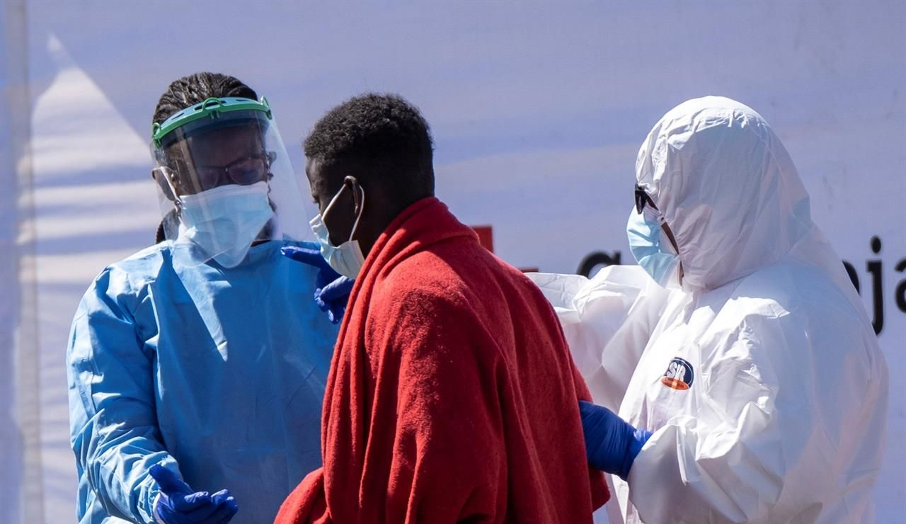 Un fallecido entre 23 varones subsaharianos rescatados al sur de Gran Canaria