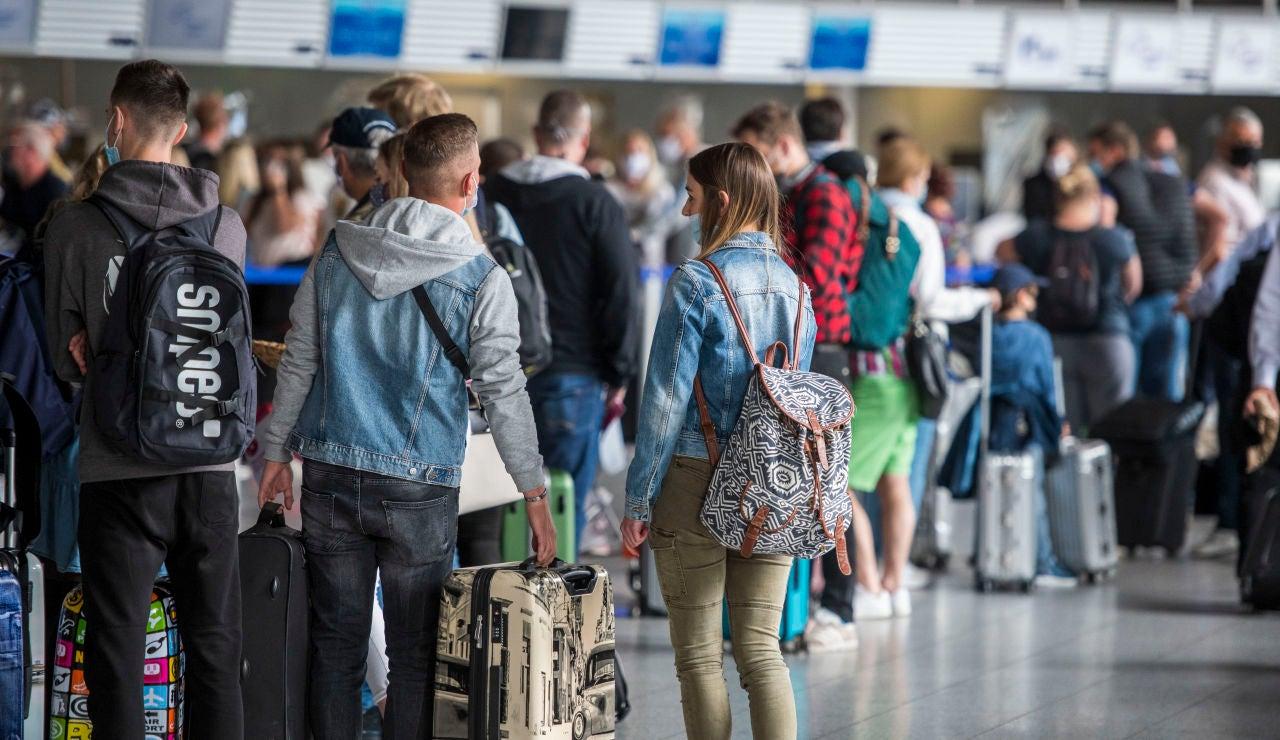 El brote de jóvenes contagiados en viajes de fin de curso a Mallorca afecta a seis comunidades