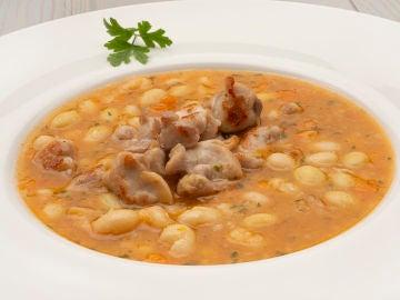 """""""Un plato de 10"""", de Karlos Arguiñano: muslos de conejo con pochas"""