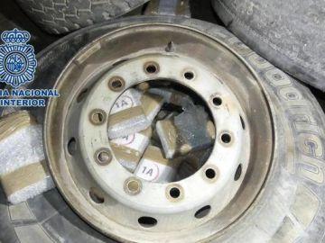 La rueda de repuesto llena de cocaína.