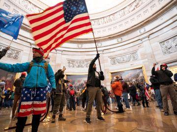 El pasado 6 de enero cientos de seguidores del expresidente Donald Trump irrumpieron en la sede del Congreso de EE.UU., cuando se celebraba una sesión conjunta de las dos cámaras para ratificar la victoria del demócrata Joe Biden.