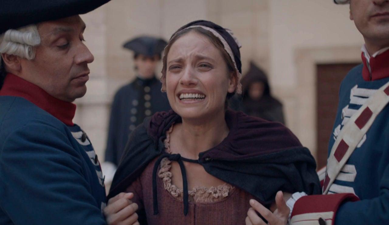 El espanto de Clara antes de que su padre sea ejecutado en la horca