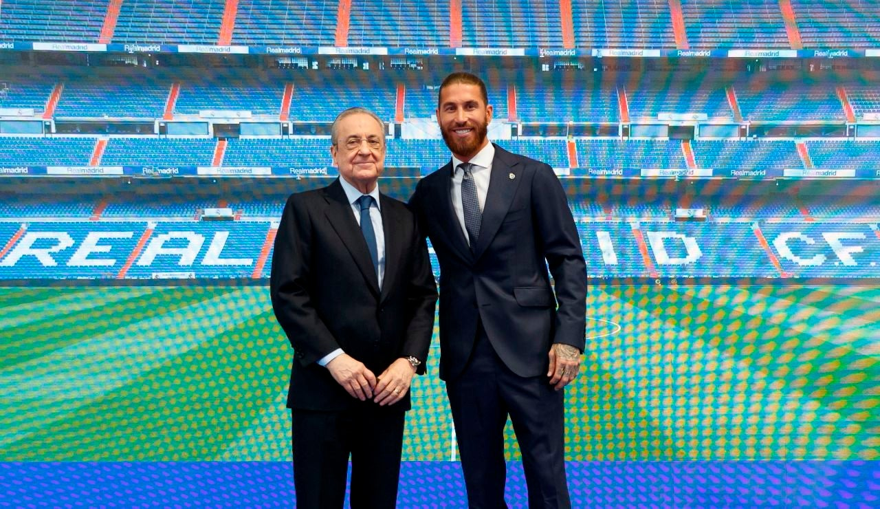 Sergio Ramos posa junto a Florentino Pérez
